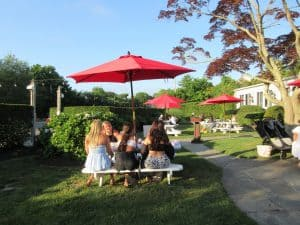 Union Burger's outdoor setting attracts families and friends.
