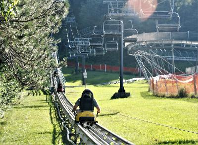 Anticipating the steep cmb of the mountain coaster