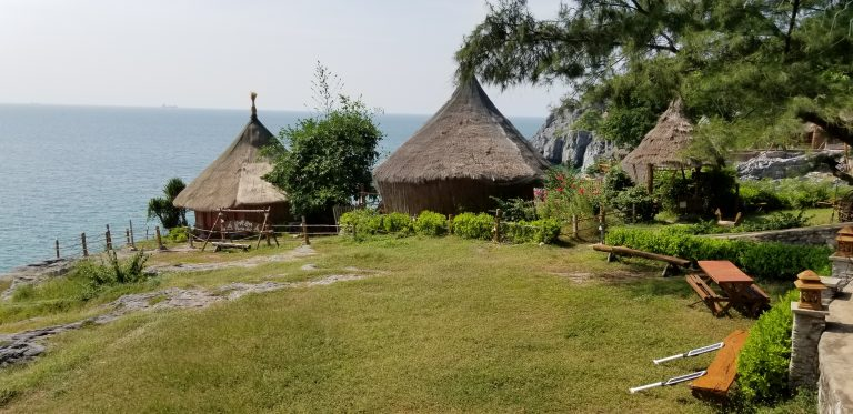 hilltop Paree Hut Resort
