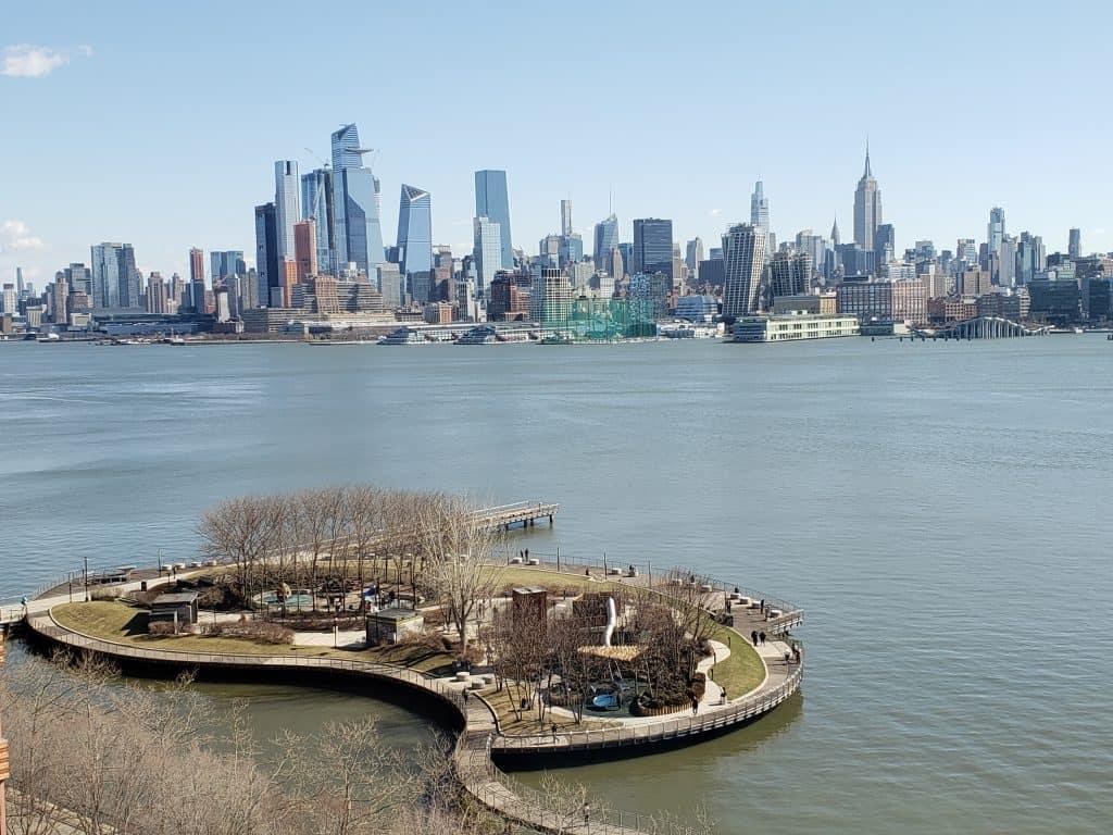 View of Hudson river and Manhattan skyline - an alternative urban getaway